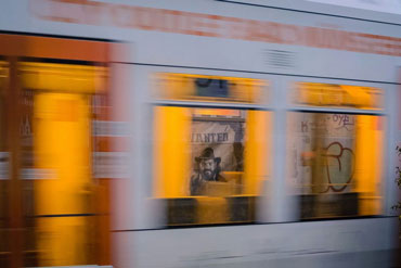LONGJOHN auf der Flucht | Der weisse Knopf und die Servicepioniere | Bildnachweis: Der weisse Knopf